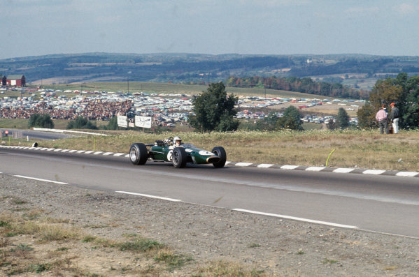 Watkins Glen, New York, USA. 30/9-1/10 1967. Denny Hulme (Brabham BT24-Repco). Ref: 67 USA 14. World Copyright - LAT Photographic