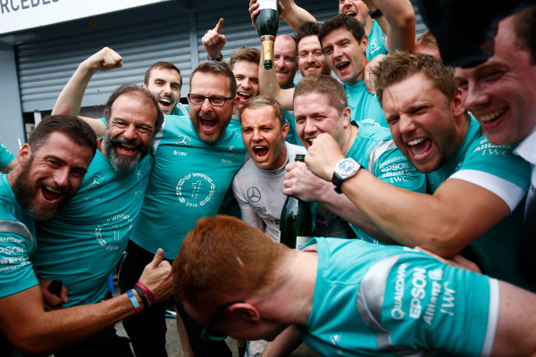 Autodromo Nazionale di Monza, Italy. Sunday 4 September 2016. Nico Rosberg, Mercedes AMG, 1st Position, celebrates with the Mercedes team. World Copyright: Andrew Hone/LAT Photographic ref: Digital Image _ONY6082