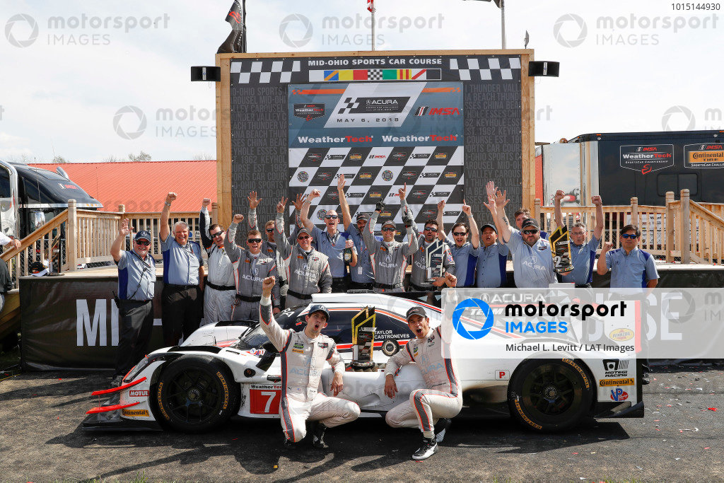 #7 Acura Team Penske Acura DPi, P: Helio Castroneves, Ricky Taylor, podium, HPD Acura staff