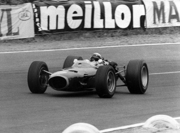 1967 French Grand Prix.Le Mans-Bugatti, France. 2 July 1967.Jackie Stewart, BRM P261, 3rd position, action.World Copyright: LAT PhotographicRef: Autosport b&w print