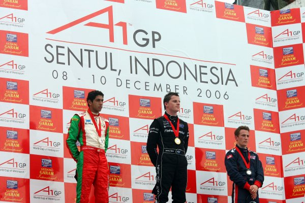 10.12 2006 Citeureup, Bogor, Indonesia, Sprint Race 1, Salvador Duran, Driver of A1Team Mexico, winner Jonny Reid, Driver of A1Team New Zealand and Robbie Kerr, Driver of A1Team Great Britain - A1GP World Cup of Motorsport 2006/07, Round 5, Sentul, Sunday Race 1 - Copyright A1GP - Free for editorial usage