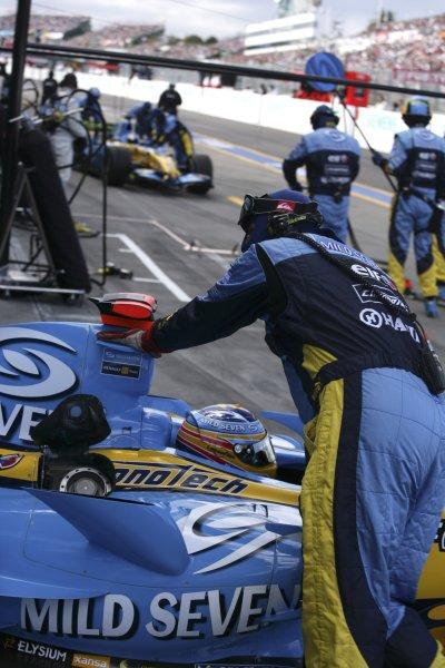 2006 Japanese Grand Prix - Saturday Qualifying Suzuka, Japan. 5th - 8th October 2006 Fernando Alonso, Renault R26, pitlane, action. World Copyright: Charles Coates/LAT Photographic. ref: Digital Image ZK5Y6925