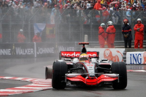 Lewis Hamilton (GBR) McLaren Mercedes MP4/23 with a punctured rear wheel after hitting the wall at Tabac. Formula One World Championship, Rd 6, Monaco Grand Prix, Race, Monte-Carlo, Monaco, Sunday 25 May 2008.  BEST IMAGE