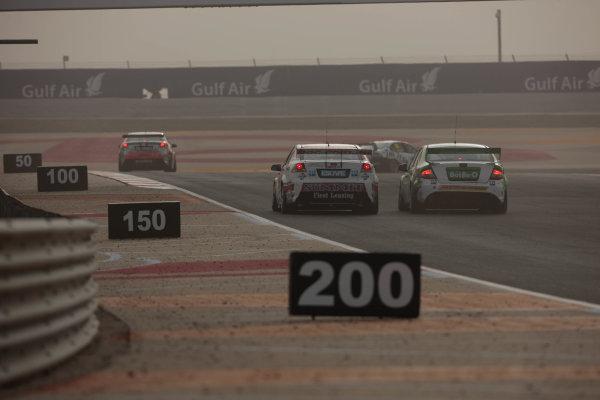 Round 2 - Gulf Air Desert 400Bahrain International Circuit, Sakhir, Bahrain.24th - 27th Febraury 2010.Race 4 action.World Copyright: Mark Horsburgh/LAT Photographicref: Digital Image Race4Action-EV02-11233