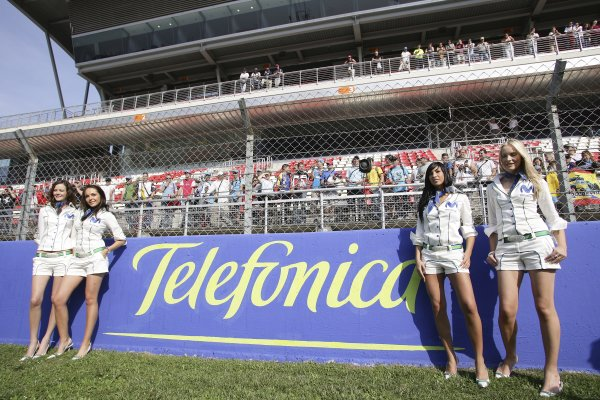 2006 Spanish Grand Prix - Friday Practice Circuit de Catalunya, Barcelona, Spain. 11th - 14th May 2006 Telefonica Movistar grid girls. World Copyright: Charles Coates/LAT Photographic ref: Digital Image ZK5Y4939