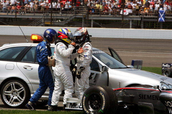 (L to R): Juan Pablo Montoya (COL) McLaren and Kimi Raikkonen (FIN) McLaren crashed out at the start of the race. Formula One World Championship, Rd 10, United States Grand Prix, Race, Indianapolis, USA, 2 July 2006. DIGITAL IMAGE  BEST IMAGE