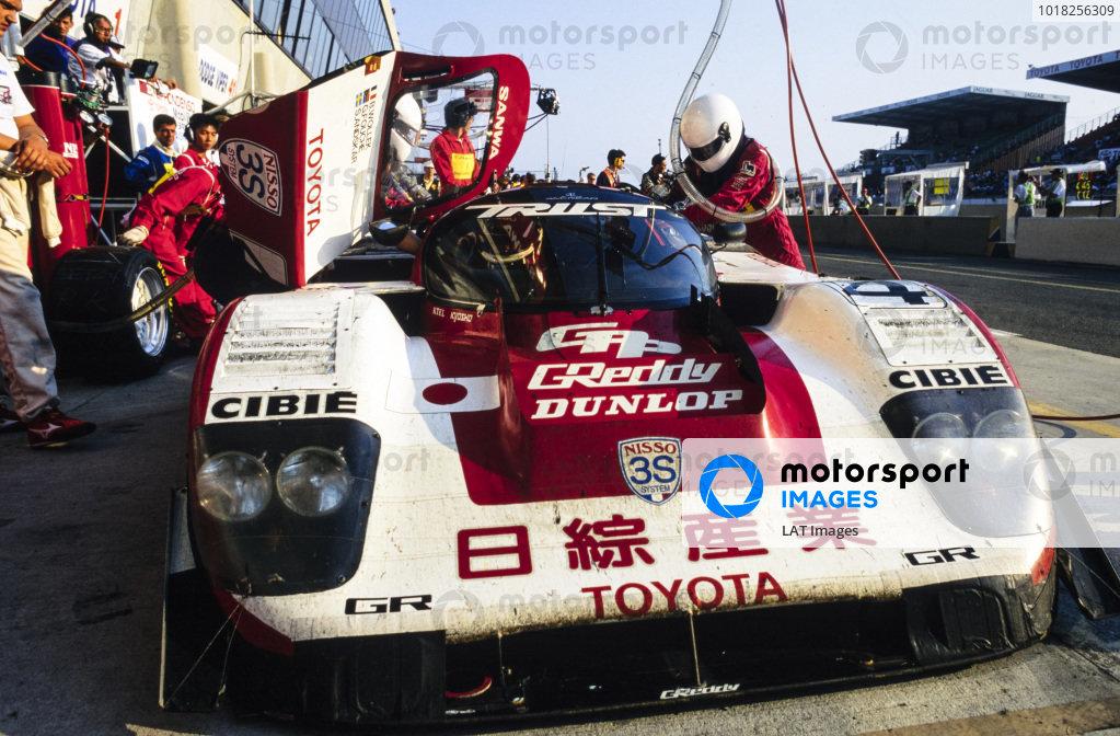 Steven Andskär / George Fouché / Bob Wollek, Nisso Trust Racing Team, Toyota 94C-V LM, makes a pitstop.