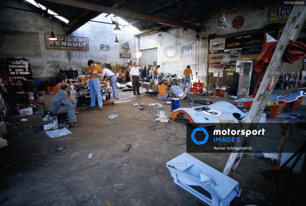 The Mirage M6 Ford cars are being assembled in Gulf Research Racing's garage.
