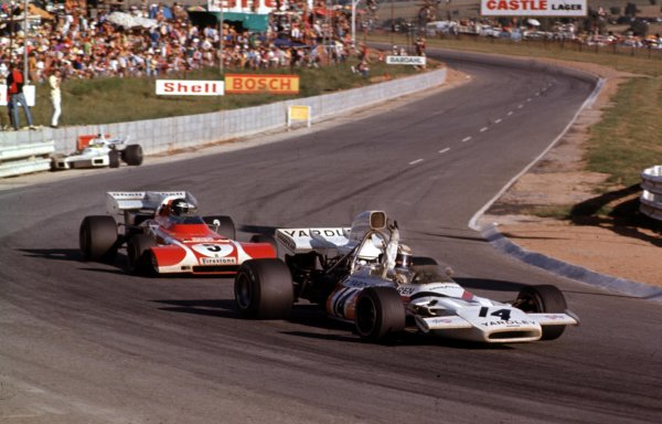 1972 South African Grand Prix.Kyalami, South Africa.2-4 March 1972.Peter Revson (McLaren M19A Ford) leads Jacky Ickx (Ferrari 312B2). They finished in 3rd and 8th positions respectively.Ref-72 SA 15.World Copyright - LAT Photographic