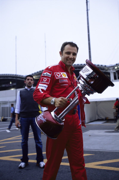 Stefano Domenicali with the trophy awarded to Rubens Barrichello.