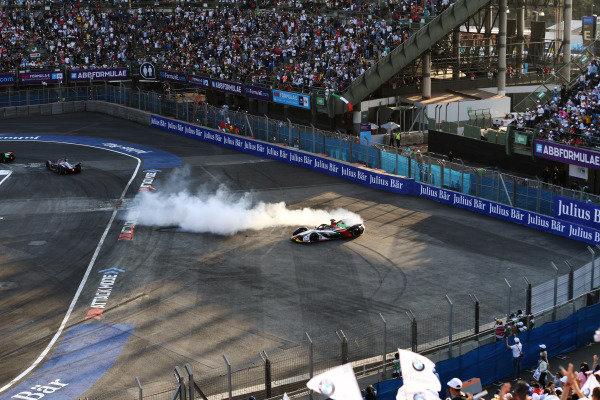 Lucas Di Grassi (BRA), Audi Sport ABT Schaeffler, Audi e-tron FE05, des donuts after winning the race