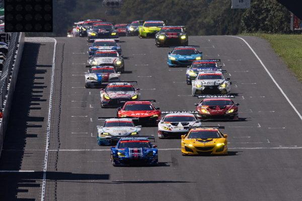 The GT300 cars take the start of the Sugo 300km race, led by eventual winners Takuto Iguchi & Hideki Yamauchi, R&D Sport, Subaru BRZ MC GT300
