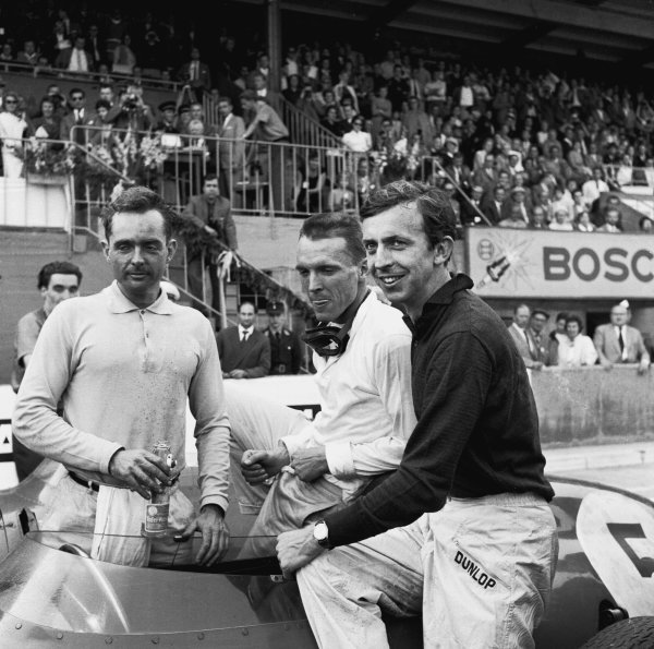 Avus, Germany. 31st July - 2nd August 1959.Dan Gurney (Ferrari Dino 246), 3rd position with Tony Brooks (Ferrari Dino 246), 1st position and Phil Hill (Ferrari Dino 246), 2nd position,in parc ferme at the end of the race, portrait. World Copyright: LAT Photographic.Ref:  4661