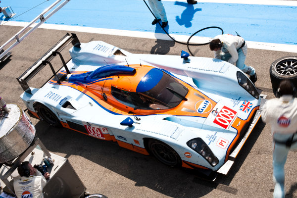 Paul Ricard, France. 9th - 11th April 2010. Adrian Fernandez / Harold Primat / Stefan Mucke, (Aston Martin Racing, Lola Aston Martin) in the pits. Action. World Copyright: Drew Gibson/LAT Photographic. Digital Image _Y8P7602