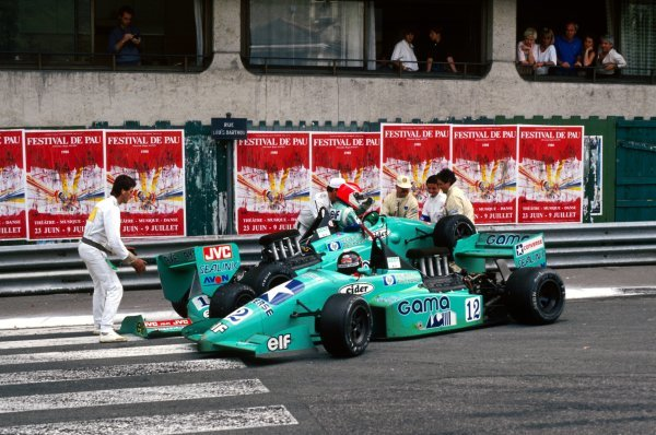 Olivier Grouillard (FRA) GBDA Lola T88/50 crashes with his team mate Michel Trolle (FRA) GBDA Lola T88/50 on lap 54. International Formula 3000 Championship, Rd 3, Pau, France, 23 May 1988.