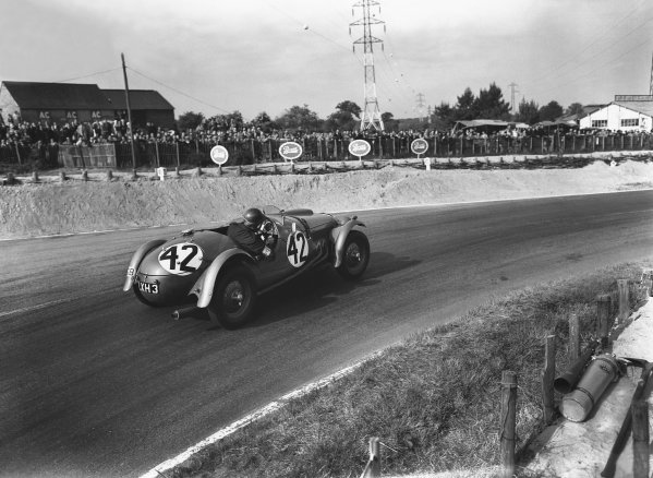 Le Mans, France. 14th - 15th June 1952 Rodney F. Peacock/Gerry A. Ruddock (Frazer Nash RMK 2), 10th position, action. World Copyright: LAT Photographic Ref: Autocar Glass Plate C32677.