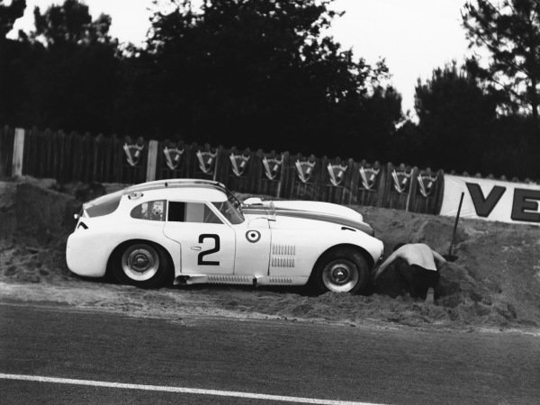 Le Mans, France. 14th - 15th June 1952 Phil Walters/Duane Carter (Cunningham C4 RK Chrysler), retired, action. World Copyright: LAT Photographic Ref: Autocar Glass Plate C32740.