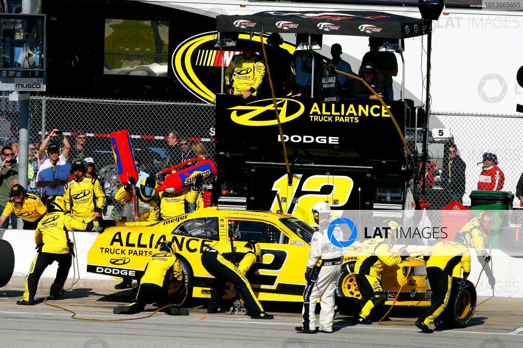 16-17 September, 2011, Joliet, Illinois USABrad Keselowski pit stop(c)2011, LAT SouthLAT Photo USA
