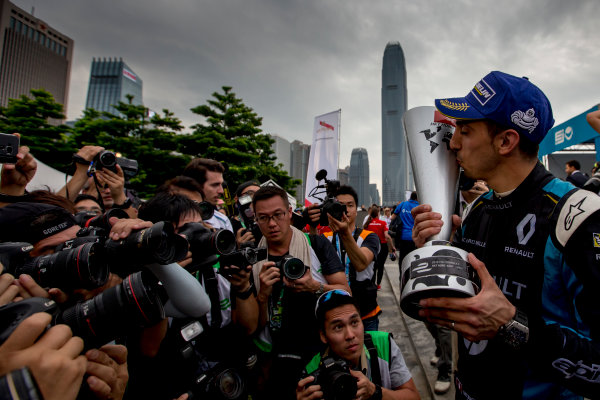 2016/2017 FIA Formula E Championship. Hong Kong ePrix, Hong Kong, China. Sunday 9 October 2016. Sebastien Buemi (SUI), Renault e.Dams, Spark-Renault, Renault Z.E 16.  Photo: Zak Mauger/LAT/Formula E ref: Digital Image _L0U2587