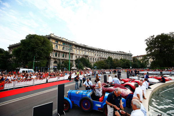 Autodromo Nazionale di Monza, Italy. Thursday 31 August 2017. Pre-event atmosphere at the parade in Milan. World Copyright: Andy Hone/LAT Images  ref: Digital Image _ONY4695
