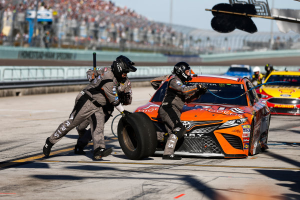 Monster Energy NASCAR Cup Series Ford EcoBoost 400 Homestead-Miami Speedway, Homestead, FL USA Sunday 19 November 2017 Daniel Suarez, Joe Gibbs Racing, ARRIS Toyota Camry pit stop World Copyright: Barry Cantrell LAT Images