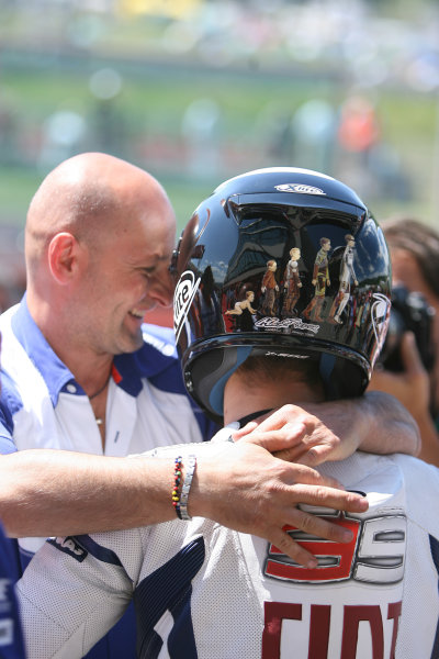 Gran Premio D'Itali Alice.Mugello, Italy. 30th May 2009.Jorge Lorenzo Fiat Yamaha Team celebrates pole position with his crew.World Copyright: Martin Heath/LAT Photographicref: Digital Image BPI_Moto 8jd9