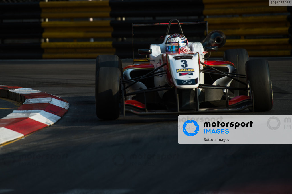 Nicholas Latifi (CDN) Van Amersfoort Racing. 61st Formula 3 Macau Grand Prix, Macau, China, 14-16 November 2014.