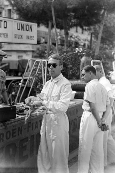 Bernd Rosemeyer puts his gloves on in preparation to go out on track.