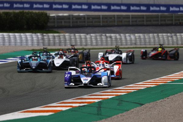 Jake Dennis (GBR), BMW I Andretti Motorsport, BMW iFE.21, leads Alex Lynn (GBR), Mahindra Racing, M7Electro, Oliver Turvey (GBR), NIO 333, NIO 333 001, and Norman Nato (FRA), Venturi Racing, Silver Arrow 02