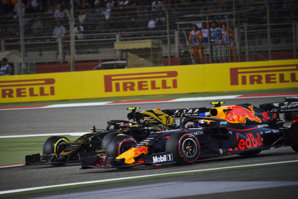 Kevin Magnussen, Haas VF-19, battles with Pierre Gasly, Red Bull Racing RB15