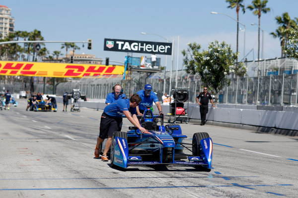 2014/2015 FIA Formula E Championship. Antonio Felix Da Costa (POR)/Amlin Aguri - Spark-Renault SRT_01E car gets pushed onto the grid. Long Beach ePrix, Long Beach, California, United States of America. Saturday 4 April 2015  Photo: Adam Warner/LAT/FE ref: Digital Image _L5R7033