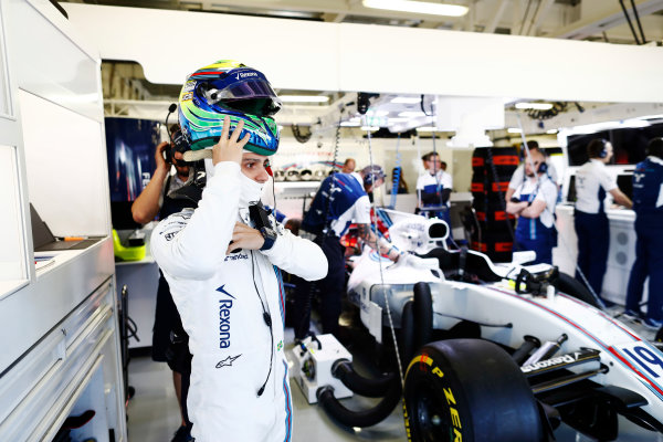 Autodromo Hermanos Rodriguez, Mexico City, Mexico. Friday 27 October 2017. Felipe Massa, Williams Martini Racing, puts on his helmet in the team's garage. World Copyright: Zak Mauger/LAT Images  ref: Digital Image _56I3914