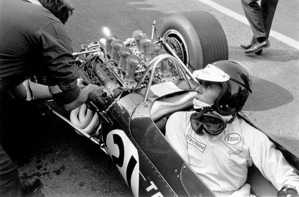 Spa-Francorchamps, Belgium. 18th June 1967. Rd 4. Jim Clark, Lotus 49-Ford, 1st position, portrait. World Copyright: LAT Photographic ref: 572G - 8