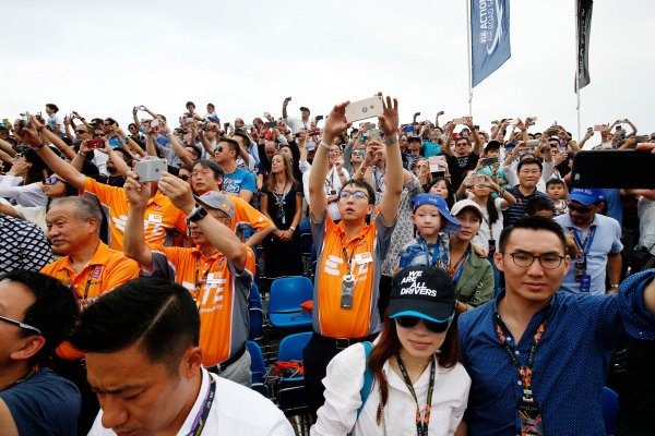 FIA Formula E Hong Kong e-Prix. The Race. The Crowd. Hong Kong Harbour, Hong Kong, Asia. Sunday 9 October 2016. Photo: Adam Warner / FE / LAT ref: Digital Image _L5R8158