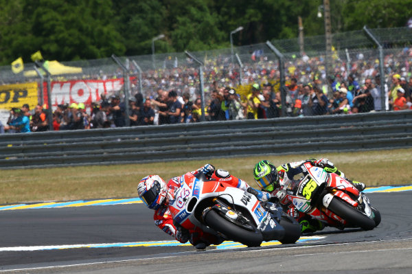 2017 MotoGP Championship - Round 5 Le Mans, France Sunday 21 May 2017 Andrea Dovizioso, Ducati Team, Cal Crutchlow, Team LCR Honda World Copyright: Gold & Goose Photography/LAT Images ref: Digital Image 671738