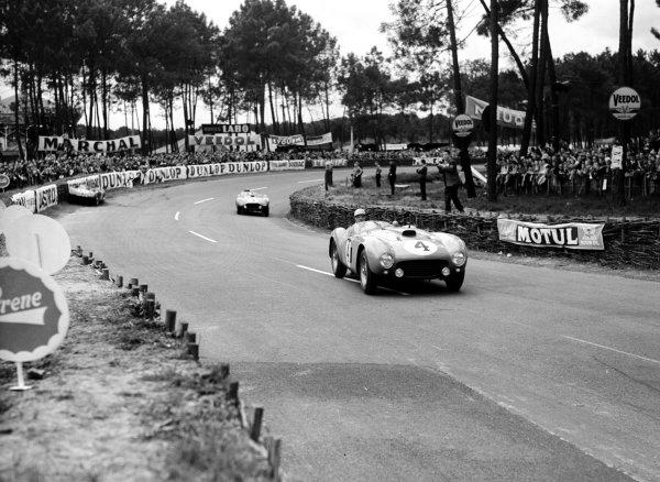 Le Mans, France. 12-13 June 1954. Jose Froilan Gonzalez/Maurice Trintignant (Ferrari 375 Plus), 1st position. Ref-Motor 769/14. World Copyright - LAT Photographic