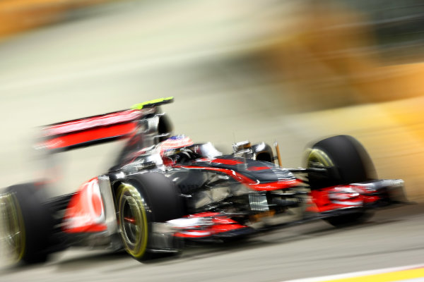 Marina Bay Circuit, Singapore.24th September 2011.Jenson Button, McLaren MP4-26 Mercedes. Action. World Copyright: Andy Hone/LAT Photographicref: Digital Image CSP28119