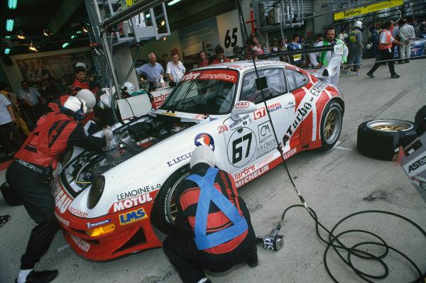 Le Mans, France. 12th - 13th June 1999.Bourdais/Pierre de Thoisy/Jean-Pierre Jarier (Porsche 911 GT2), retired, pit stop action. World Copyright: LAT Photographic.Ref:  99LM18.
