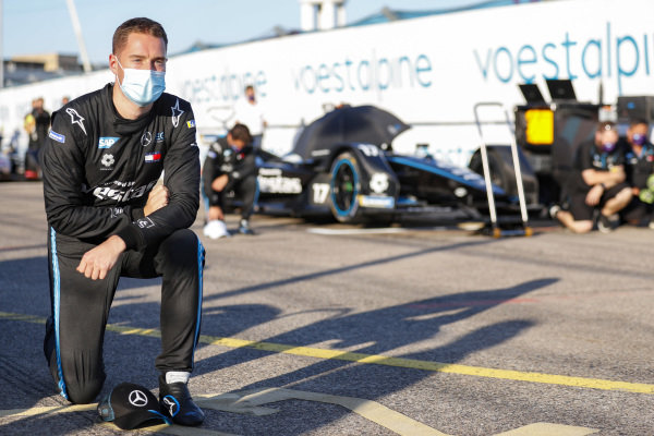 Stoffel Vandoorne (BEL), Mercedes Benz EQ takes the knee on the grid before the start