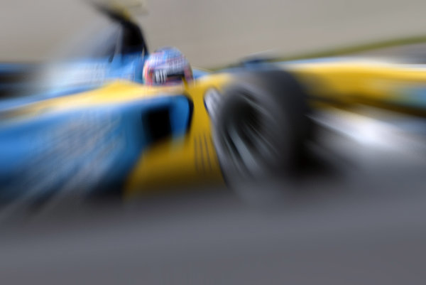2002 Japanese Grand Prix.Suzuka, Japan.11-13 October 2002.Jarno Trulli (Renault R202).World Copyright - Steve Etherington/LAT Photographicref: Digital Image Only