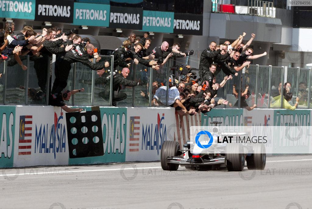 2003 Malaysian Grand Prix - Sunday Race2003 Malaysian Grand Prix Sepang, Kuala Lumpur, Malaysia. 23rd March 2003 World Copyright: Steve EtheringtonLAT Photographic ref: Digital Image Only