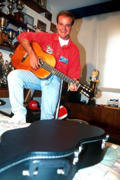 Rubens Barrichello BRA) strums his guitar.  Formula One Drivers at Home Feature. Catalogue Ref.: 15-172 Sutton Motorsport Images Catalogue