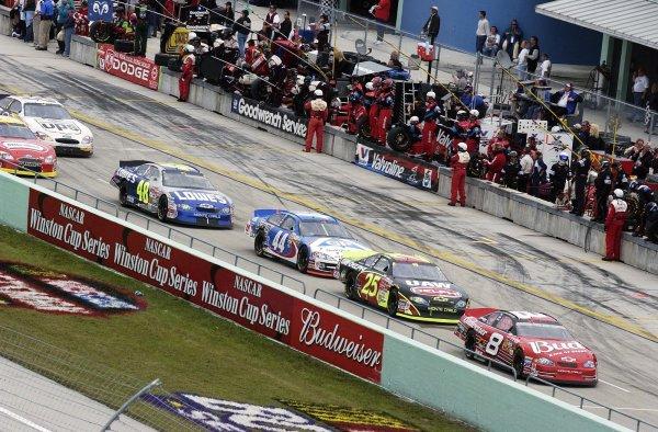 2002 NASCAR Miami, USA November 14-17,2002,Homestead-Miami Motorsports Complex-Dale Earnhardt Jr leads the pack down pit road,-Robt LeSieur2002LAT Photographic