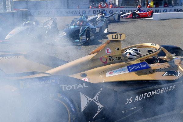 Andre Lotterer (DEU), DS TECHEETAH, DS E-Tense FE19 spins in front of Felipe Massa (BRA), Venturi Formula E, Venturi VFE05 and Stoffel Vandoorne (BEL), HWA Racelab, VFE-05