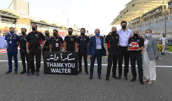 a minutes silence for Walter Lechner on the grid of Bahrain GP. Toto and Suzie Wolfe