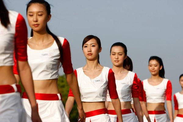 Shanghai International Circuit, Shanghai, China18th April 2009Grid Girls. Glamour. World Copyright: Charles Coates/LAT Photographicref: Digital Image _26Y4121
