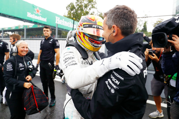 Autodromo Nazionale di Monza, Italy. Saturday 02 September 2017. Lewis Hamilton, Mercedes AMG, celebrates with his team after taking his 69th F1 Pole Position. World Copyright: Steven Tee/LAT Images  ref: Digital Image _R3I4926