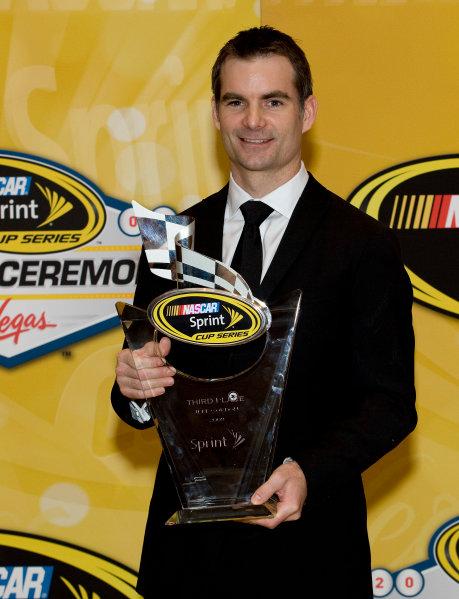 1-4 December, 2009, Las Vegas, Nevada, USAJeff Gordon with trophy©2009, Michael L. Levitt, USALAT Photographic