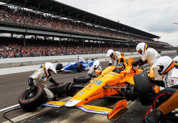 Verizon IndyCar Series Indianapolis 500 Race Indianapolis Motor Speedway, Indianapolis, IN USA Sunday 28 May 2017 Fernando Alonso, McLaren-Honda-Andretti Honda, makes a pit stop. World Copyright: Steven Tee/LAT Images ref: Digital Image _R3I8850