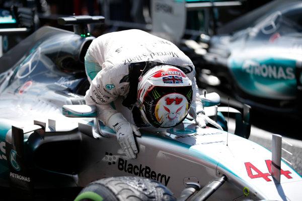 Silverstone Circuit, Northamptonshire, England. Sunday 5 July 2015. Lewis Hamilton, Mercedes AMG, 1st Position, celebrates on arrival in Parc Ferme. World Copyright: Glenn Dunbar/LAT Photographic ref: Digital Image _89P4030